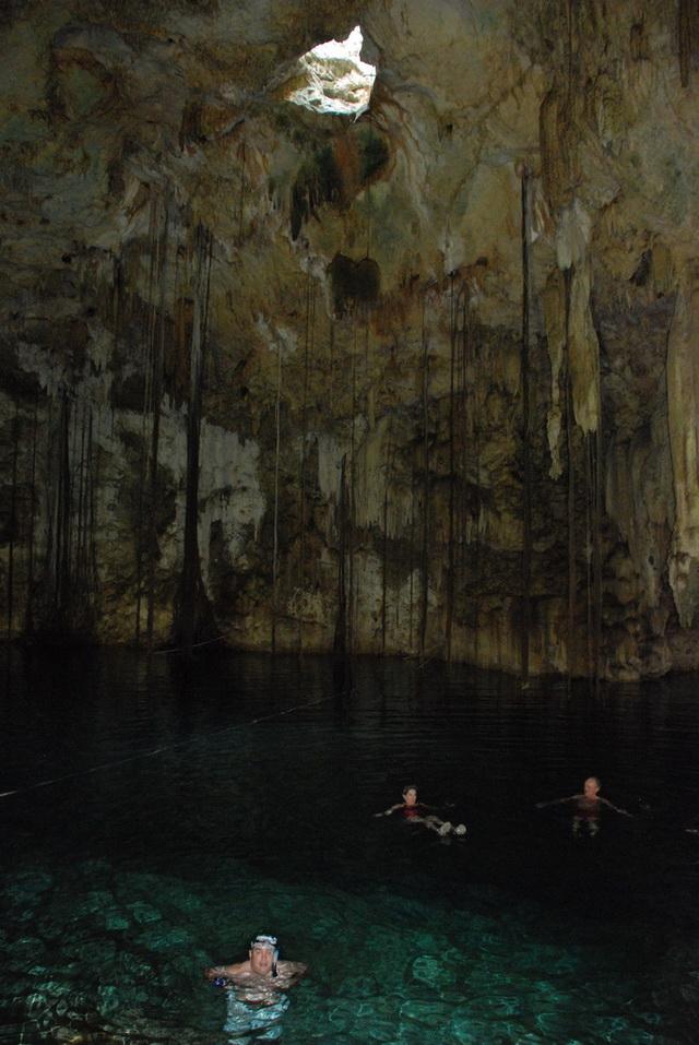 Cenote Dzitnup swim