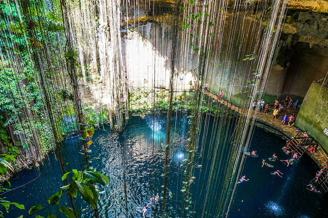 Cenote Ik-Kil swiming