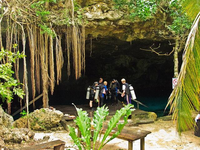 Cenote Dos Ojos diving
